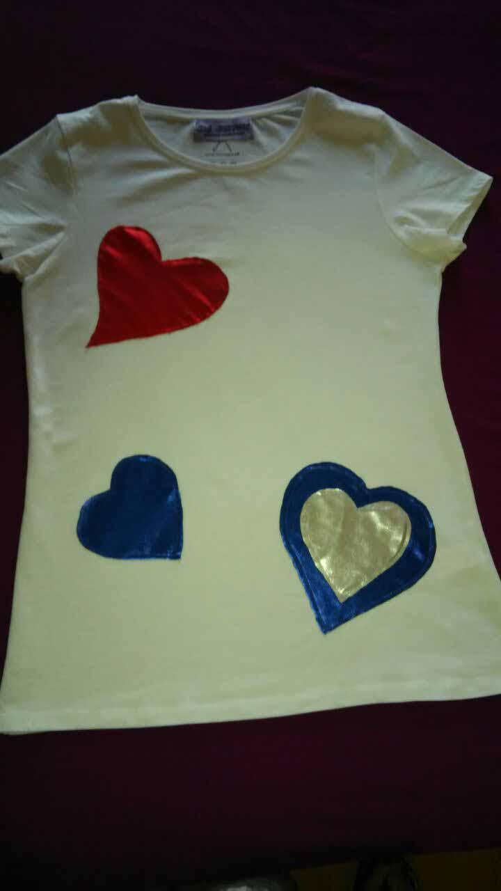 Camiseta corazones blanca